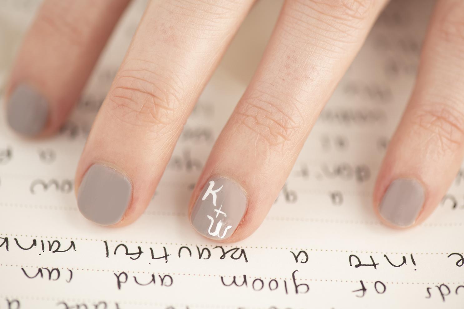Uñas con iniciales