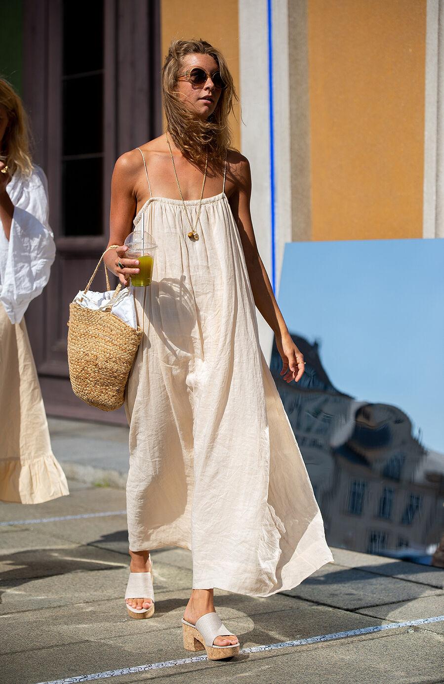 Vestido de color nude